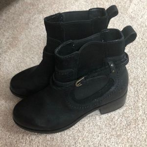 NWOT Ugg woman's size 5 boot